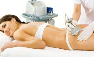 фото женщины, которая делает комплексную процедуру по телу «вакуум + миостимуляция»